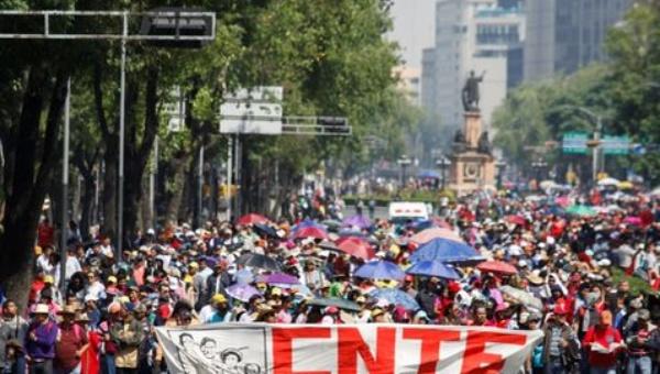 marcha_cnte_reforma-bloqueo_cnte_reforma-maestros_bloquean_reforma_milima20150210_0212_8.jpg_1718483346