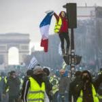 Gobierno francés congela precios de gas, electricidad y tasas a carburantes